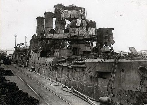 F6 hms-vindictive-after-the-zeebrugge-raid-23-april-1918-2