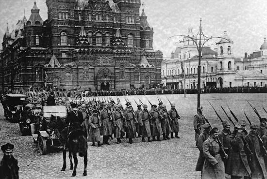 B1 Bolshevik troops Moscow