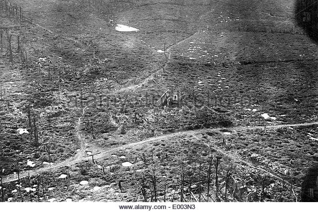 C1 destroyed-village-of-kemmel-1918-e003n3