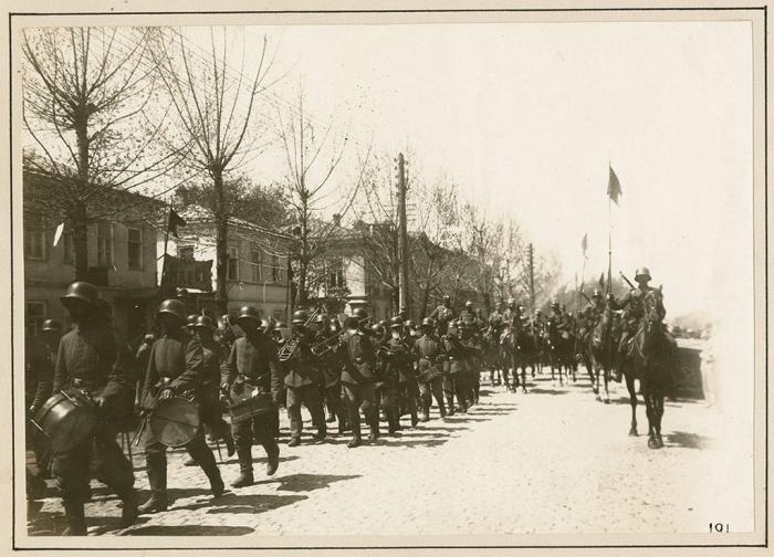 D2 german troops entering Taganrog