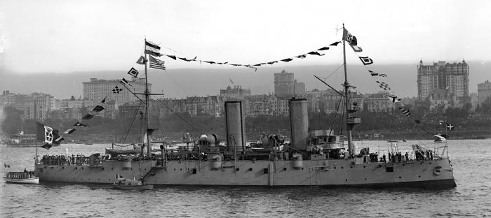 13.8cc Italian_cruiser_Etruria