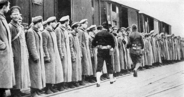 2.8d Rudé armádní zajatci pod dohledem vojsk amerických armád v Arkhangelsku