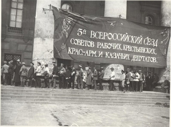 6.7c Bolshoi_Theatre_during_5th_All-Russian_Congress_of_Soviets