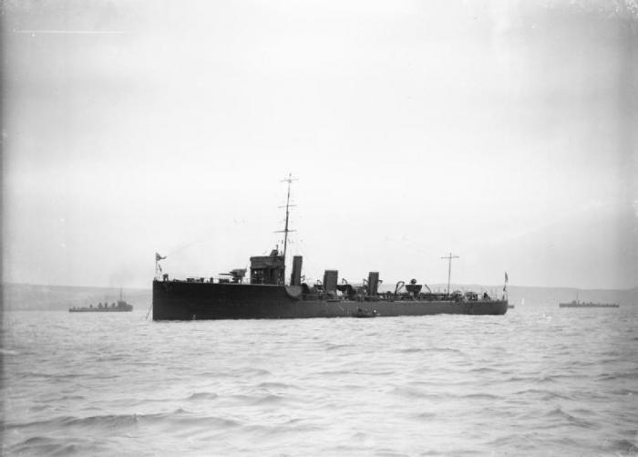 6.8b HMS_Comet_
