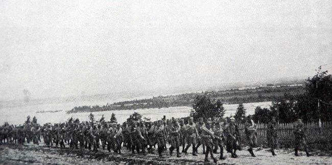 6.8c Jednotky 1. čs. střeleckého pluku při pěším přesunu ke Kazani