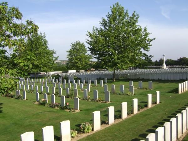 7.9aa  roisel-france-cemetery 1