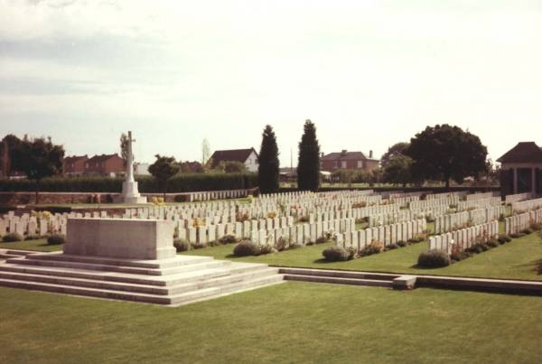 7.9aa  roisel-france-cemetery-war -memorial