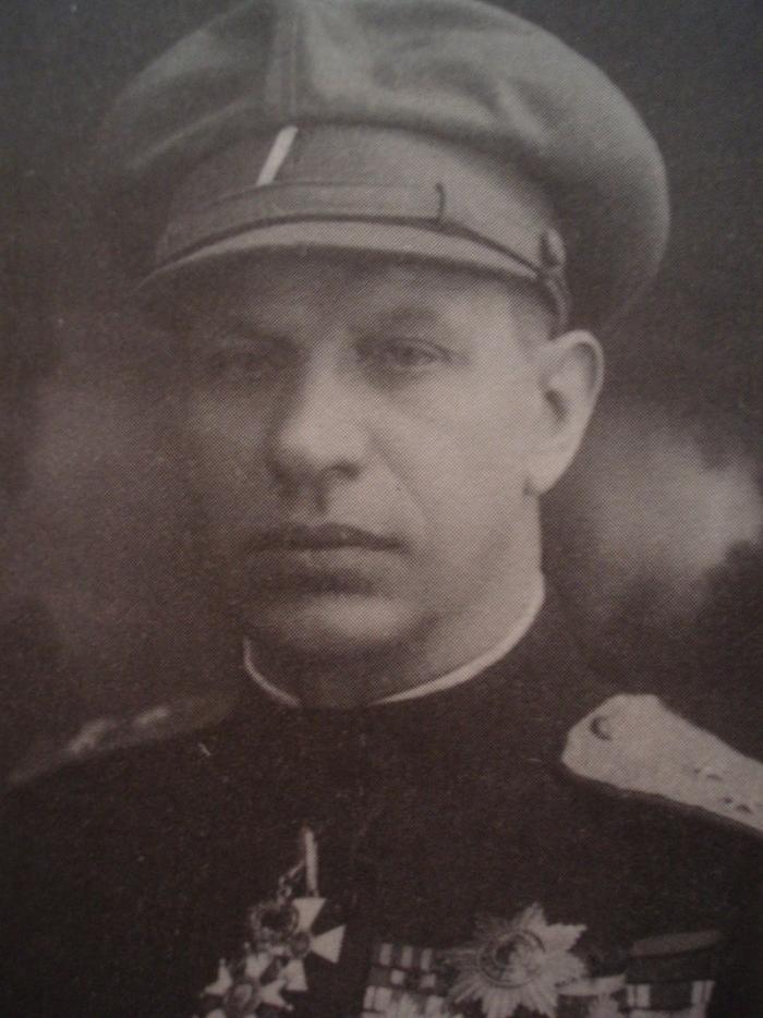 8.7d Gajda-portret