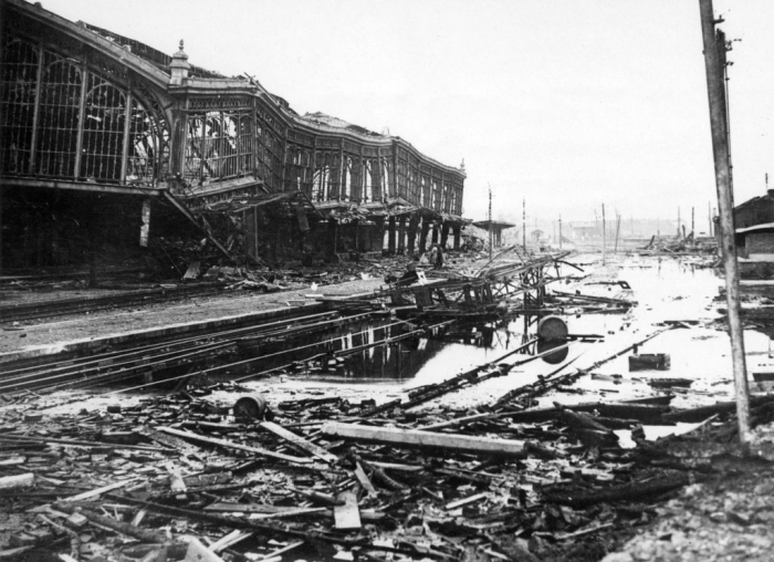 A1 The_flooded_station_at_Valenciennes_circa_1918