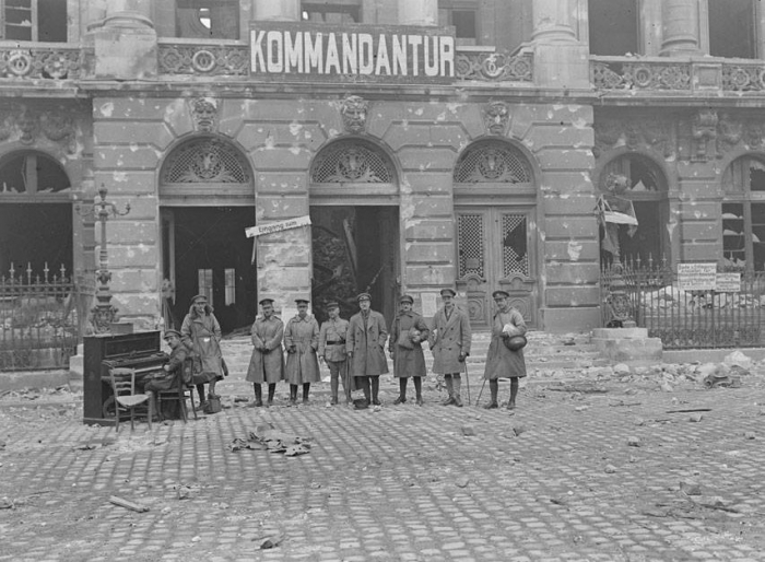A1 cambrai-ocj-liberation-octobre-1918-face-hotel-100143