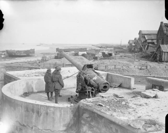 B1 Captured_German_150_mm_gun_Lubeck_Battery_Zeebrugge_1918_Q_7134