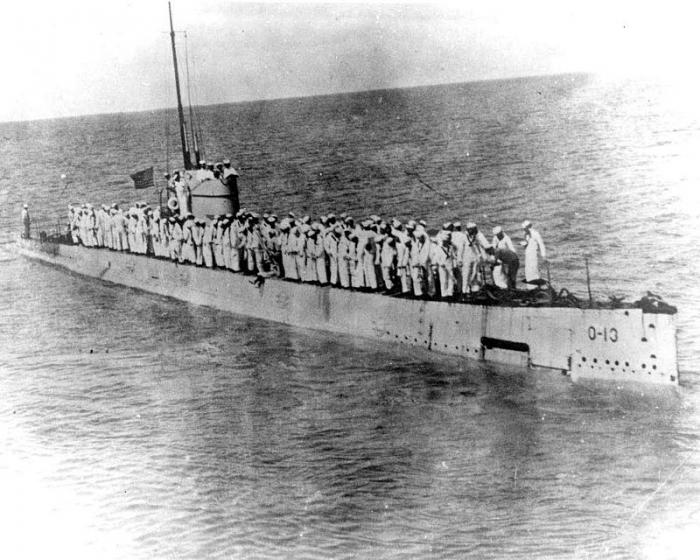 F2 800px-USS_O-13_(SS-74)