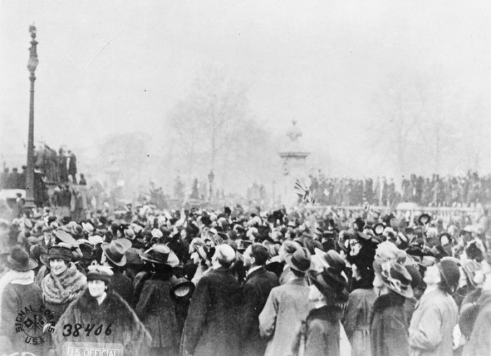 A9 Armistice_Day_in_London,_11_November_1918_Q47852