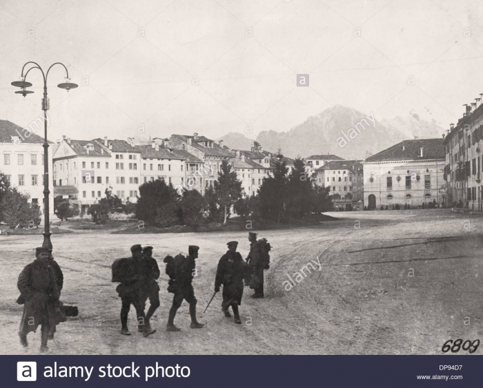 B1 german-soldiers-are-pictured-in-the-occupied-italian-city-belluno-DP94D7