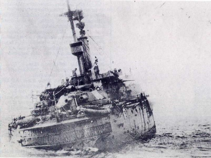 F2 HMS_Britannia_(1904)_sinking_on_9_November_1918