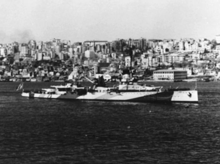 F3 Yavuz_(Goeben)_battlecruiser_Istanbul_April_1946_cropped
